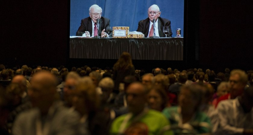 Warren Buffett, chairman and chief executive officer of Berkshire Hathaway Inc., left, and Charlie Munger, vice chairman of Berkshire Hathaway, appear on a screen in an overflow room during the Berkshire Hathaway annual shareholders meeting in Omaha, Nebraska, U.S., on Saturday, April 30, 2016. This is the first time the meeting has been webcast. Dozens of Berkshire Hathaway Inc. subsidiaries will be showing off their products as Chief Executive Officer Warren Buffett hosts the company's annual meeting. Photographer: Daniel Acker/Bloomberg via Getty Images