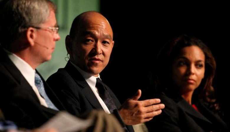 Mark Okada (C), co-founder and chief investment officer for Highland Capital Management L.P., participates in a panel discussion during the Skybridge Alternatives (SALT) Conference in Las Vegas, Nevada May 9, 2012.  REUTERS/Steve Marcus